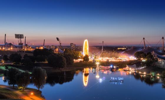 Sommer Festival im Olympiapark München, XXL HDR Panorama aufgenommen vom Olympiaberg